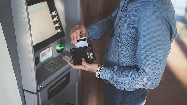 Bankautomatákat hackeltek meg, 230 ezer eurót loptak el