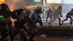 Tévéostromba torkolltak a tüntetések Hongkongban