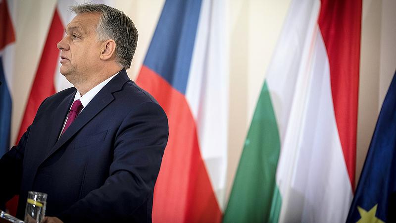 Az ellenzék szerint a valódi kérdésekre nem válaszol Orbán Viktor