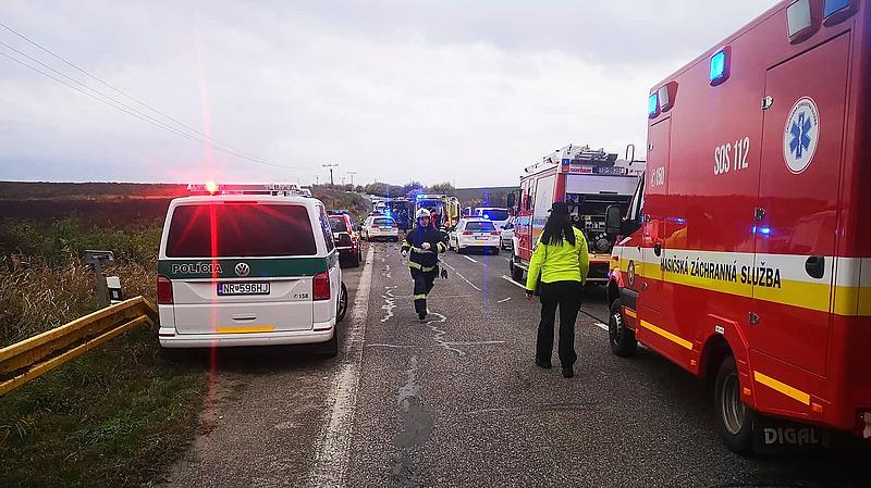 Súlyos buszbaleset történt Szlovákiában
