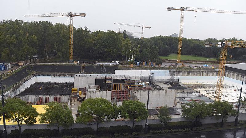 Egyelőre még folytatódik a támadott építkezés a Városligetben
