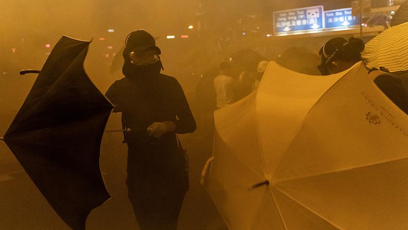 Kitart a feszültség Hongkongban