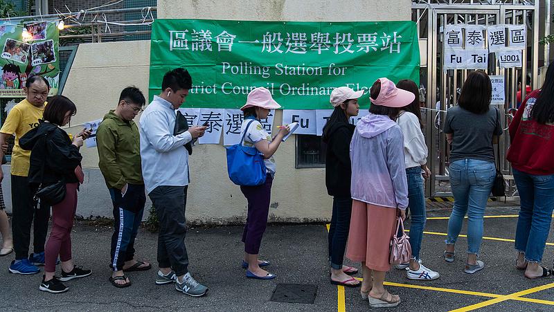 Vészhelyzetet hirdettek Hongkongban a koronavírus miatt