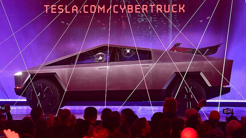 Röhejes bemutató ellenére is fogy a Tesla új autója