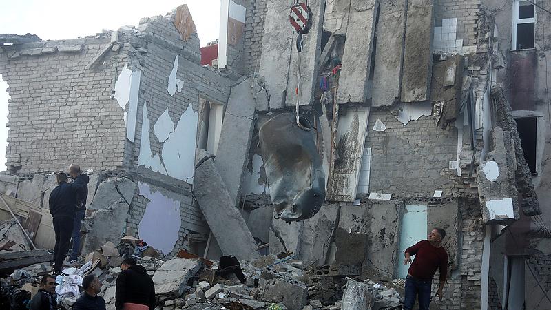 Albániai földrengés: befejezték a kutatást a túlélők után