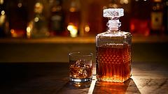 Kilencvenéves whiskeyket árvereznek el