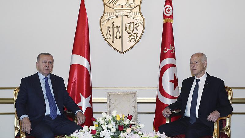 Váratlanul Tunéziába utazott Erdogan
