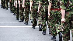 Kilenc újabb vállalatnál jelentek meg a katonák