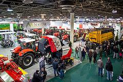 Agrárminiszter: pörög a mezőgép-értékesítés, segítséget kapnak az állattartók