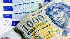 Hirtelen gyengült a forint - újra megvan a 340-es euró