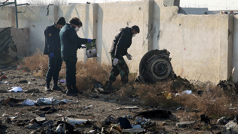 Még a levegőben kigyulladt a lezuhant ukrán gép