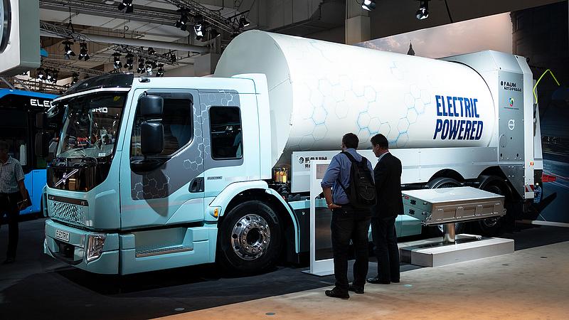 Óriási engedményt kapnak az elektromos kamionok a magyar utakon