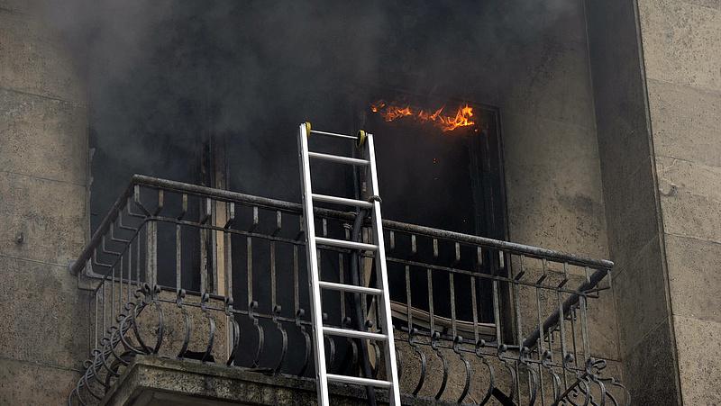 Erkélyről mentettek a tűzoltók a IX. kerületben
