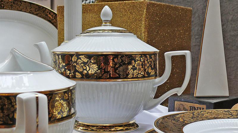 Titokzatos vevőnek adta el a hollóházi porcelángyártót az állam