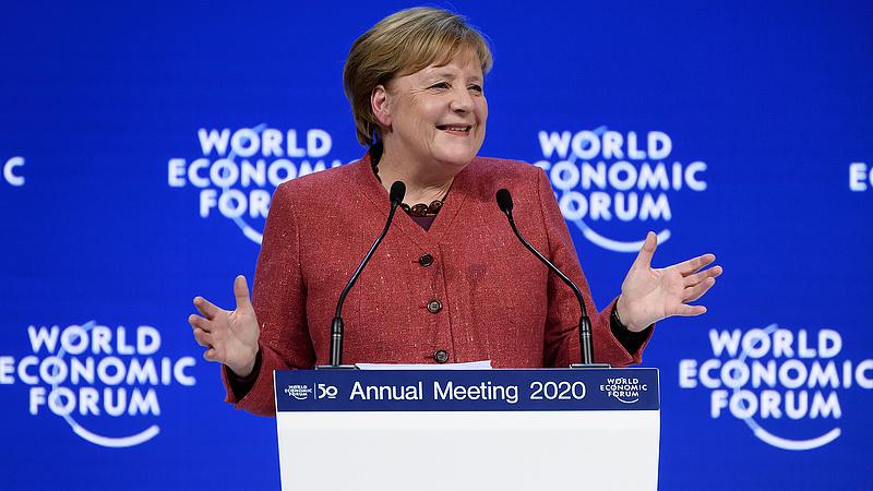 Merkel feltámadt és mindenkit kiütött