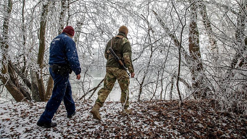Rendőrség: lövéseket adtak le a röszkei határon