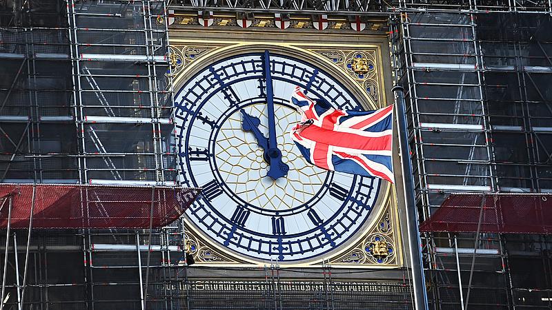 Esik a brit gazdaság, de vannak jó hírek is