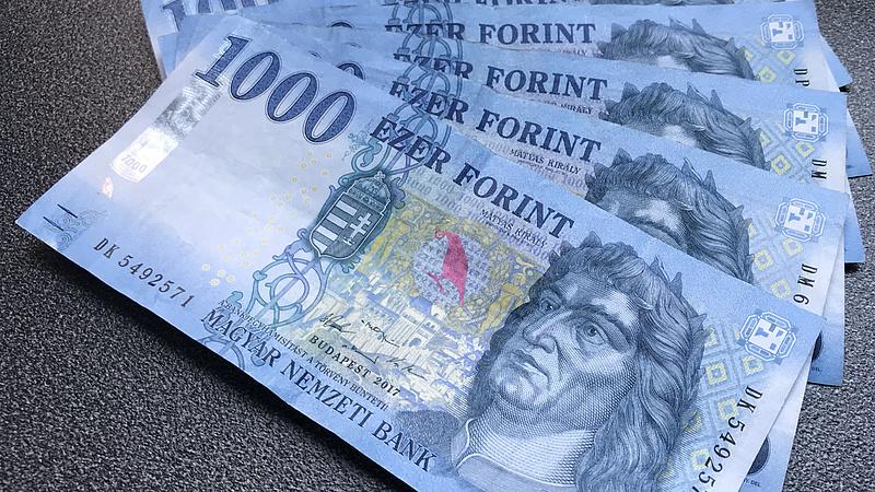 Itt a friss béradat, ennyit keresnek a magyarok!
