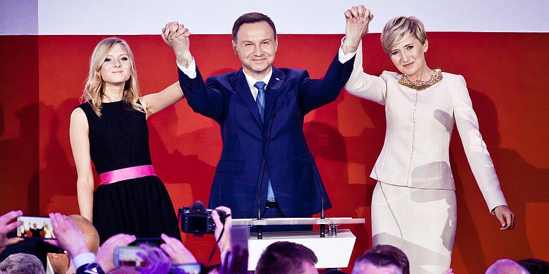 Sokba kerül a lengyeleknek a demokrácia