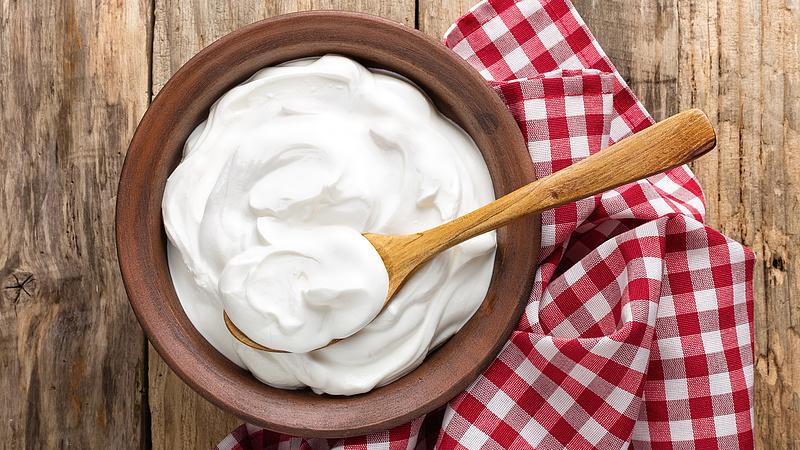 Mit kezdjünk a tejföl tetején megjelenő folyadékkal? - A Nébih elárulja