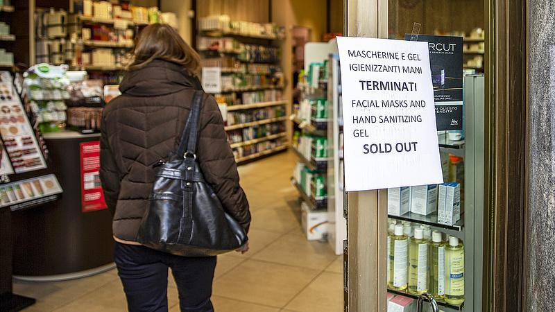 Már a boltokat, bankokat, benzinkutakat és menzákat is bezárják Olaszországban