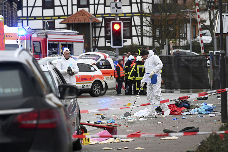 Szándékosan hajtott a tömegbe Németországban egy férfi, sokan megsérültek
