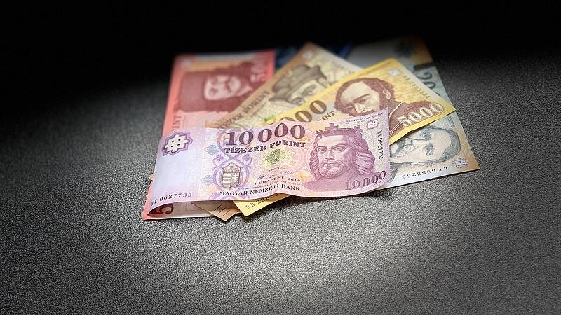 Készpénzes fizetés: elkezdődött a kiszorulás
