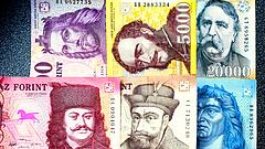 Az eurót 351 forint körül jegyzik