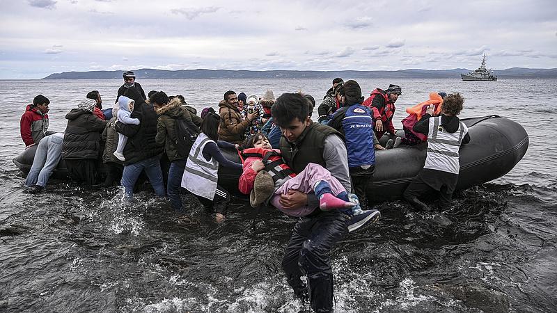 Az EU folytatja a törökországi menekülttámogató programjait