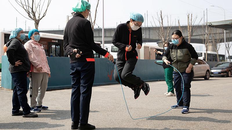 Át lehet vészelni a járványt - a kínai cégek így csinálták