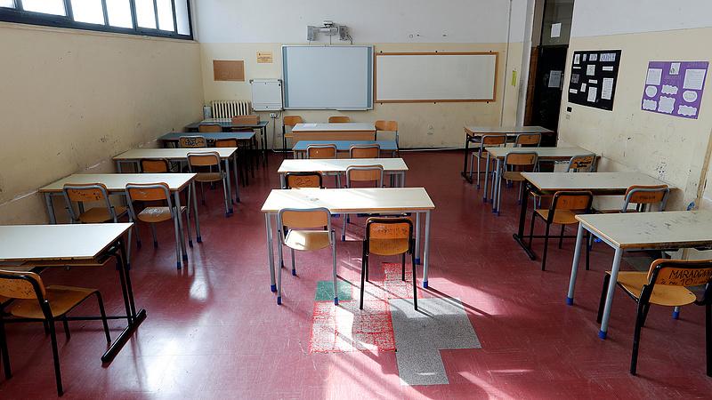 Koronavírus: újabb országokban zárják be az iskolákat