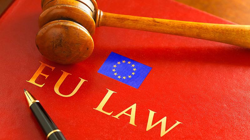 Fel kell függesztenie a lengyel kormánynak a legfelsőbb bíróság fegyelmi kamarájának működését