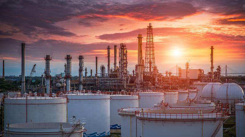 Soha nem látott mértékben visszavágja a kitermelést az olajkartell
