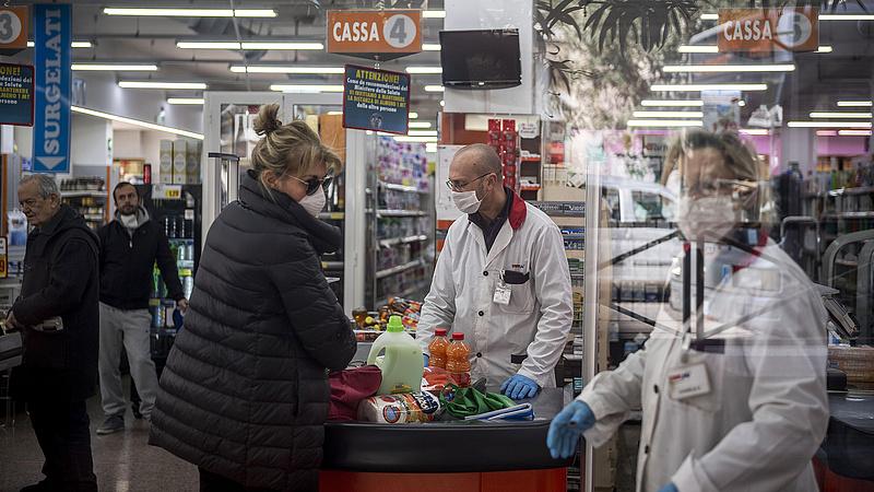 Koronavírus: mit léphet a Tesco és a többi boltlánc?