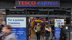 A Tesco kérése csak elsőre látszik meredeknek - újra elindultak a pánikvásárlások a brit boltokban