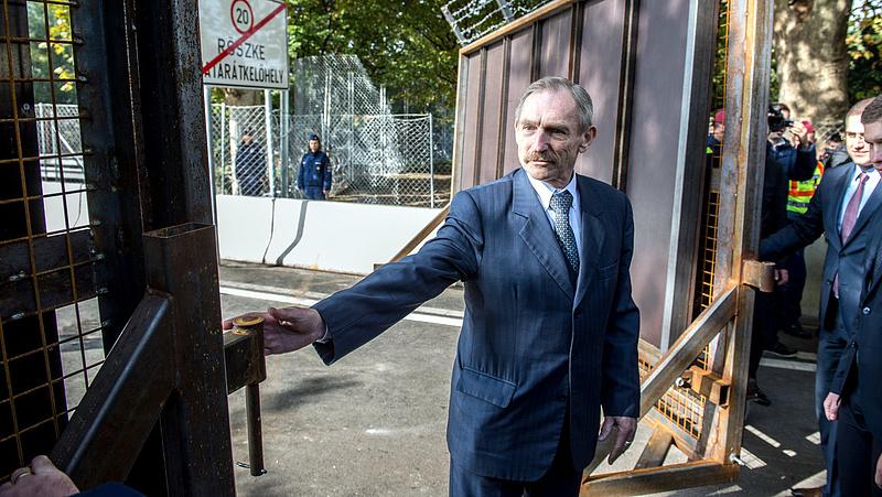 Pintér: a nemzetbiztonsági szolgálatok nem folytatnak illegális megfigyelést