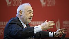 Pénzt az emberek zsebébe! Osztogatásba kell kezdeni! - sürgeti a főközgazdász