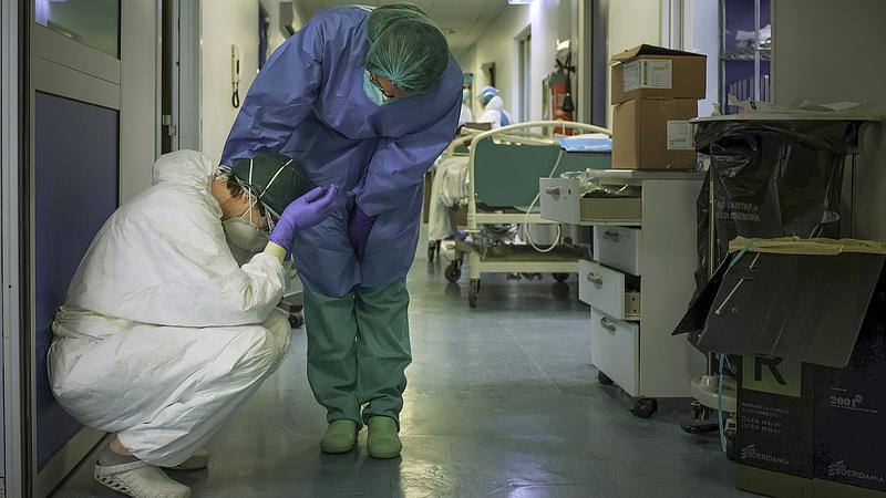 Alig hallja a kormány az ápolók hangos zúgolódását