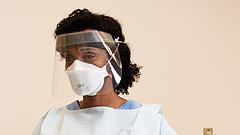 Megszólalt a járvány egyik kulcsvállalata - duplázzák a spéci maszkok gyártását