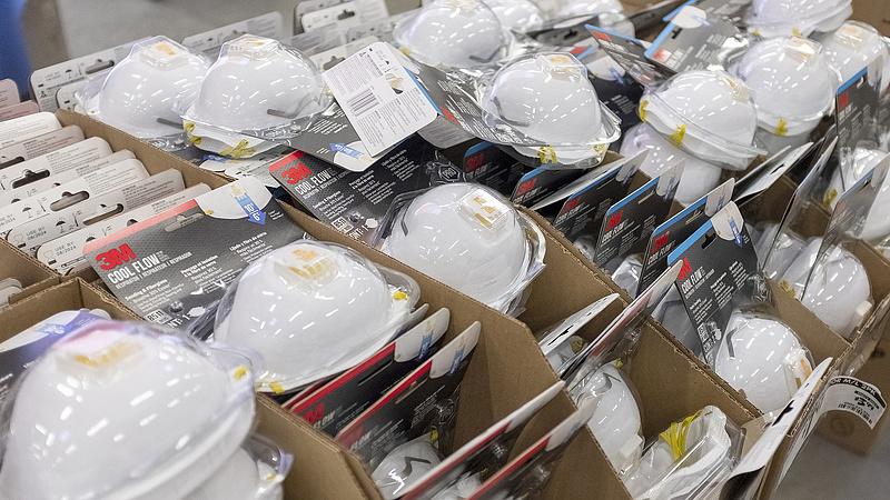 Elege lett a maszkgyártónak - bárki bemószerolhatja a csalókat