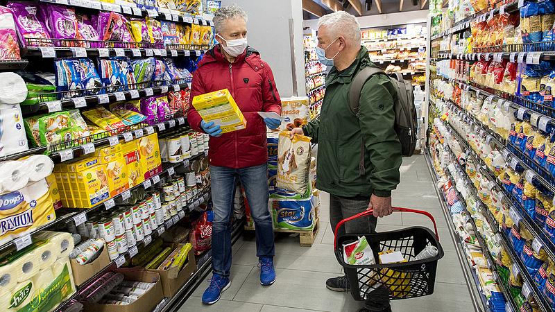 Nyugdíjasok, figyelem! Változtathat a kormány a vásárlási szabályokon