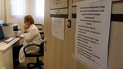 Baj lehet az új egészségügyi jogviszonyból - tömegével mondanak nemet az érintettek