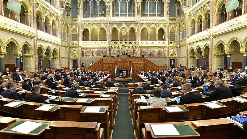 A veszélyhelyzeti kormányzás fenntartásáról szavaz ma az Országgyűlés