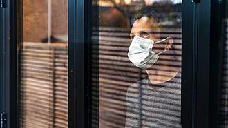 Súlyos büntetés vár a karantént megsértő beutazókra Franciaországban