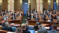 Országgyűlés: szavaznak a Fudanról és az önkormányzati bérlakások eladásáról is a jövő héten