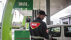 Párban drágulnak péntektől az üzemanyagok