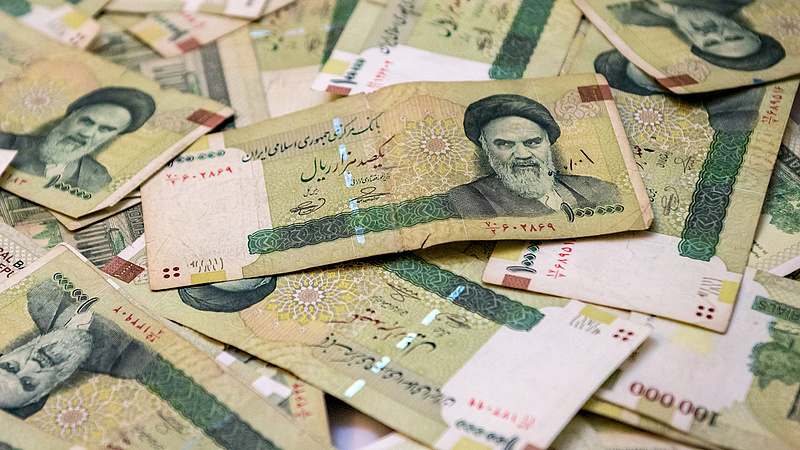 Megállíthatatlanul zuhan az iráni deviza a szankciók miatt