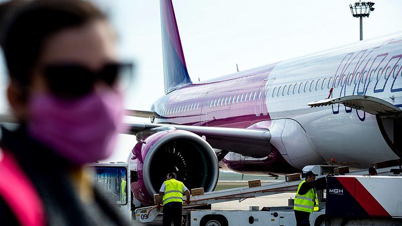 Ingyenes műveletért kért 12 ezer forintot a Wizz Air
