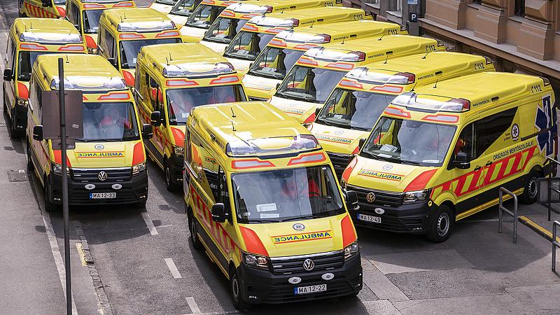 Egy csomó új mentőautó érkezett