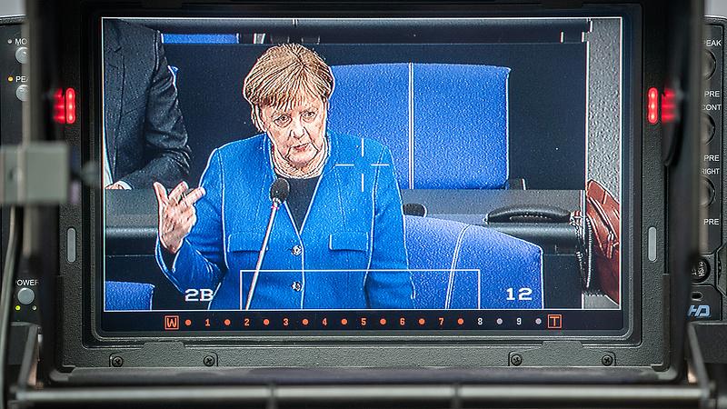 """Merkel: """"az autoriter rezsimek először a sajtót nyomják el"""""""
